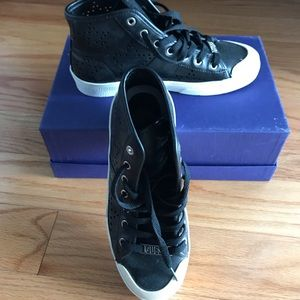Guess perforated leather shoes size 5